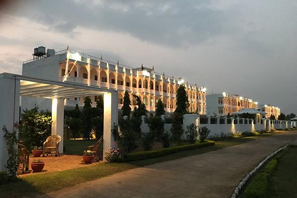 Brahmasthan, Indien, Gästehäuser