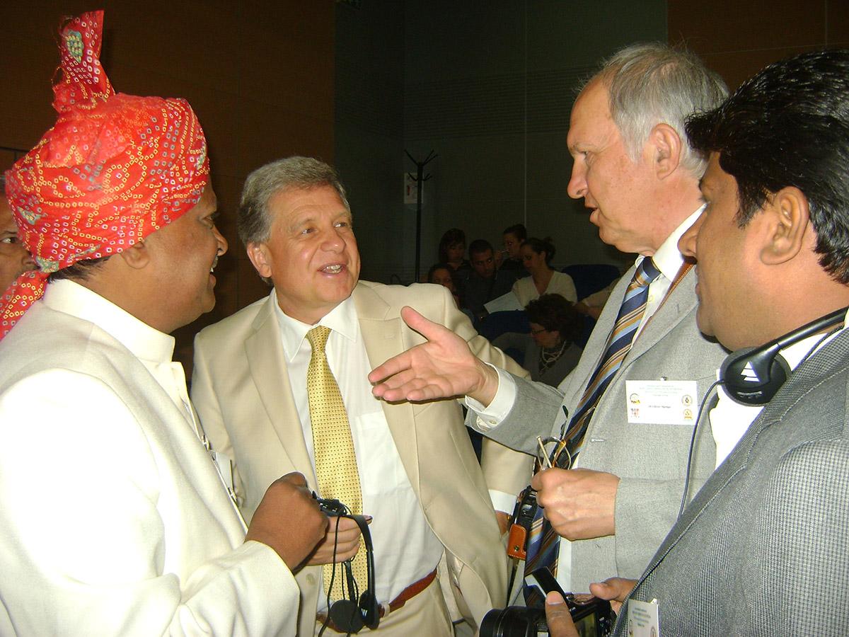 Lothar Pirc und Vaidya Three Guna im Gespräch mit Medizinern