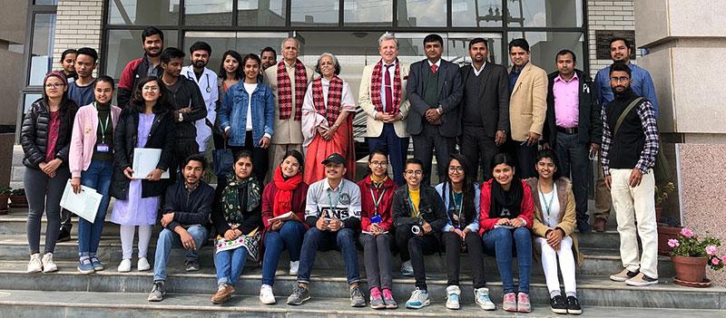 Lothar Pirc mit Proffessoren und Studenten